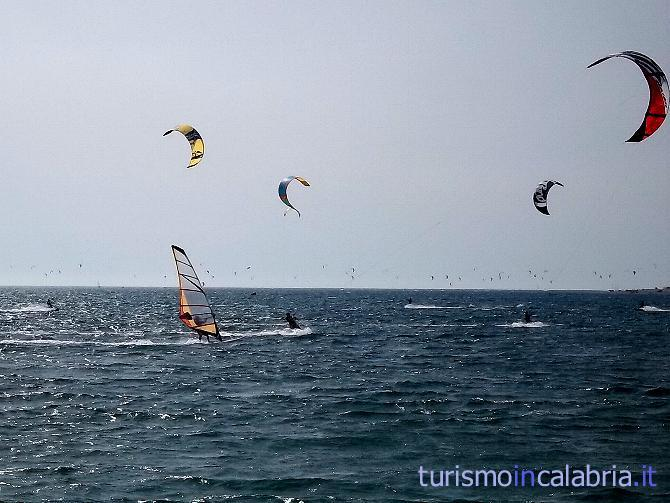 Al mare in Calabria a divertirsi in kitesurf