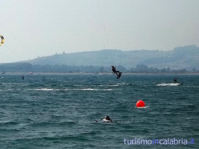 Acrobazie in kitesurf in Calabria