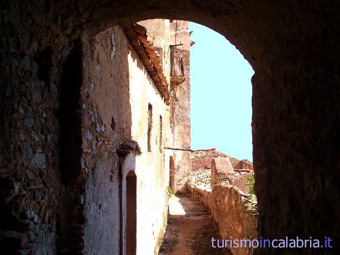 Immagini del comune di badolato for Disegni del portico laterale